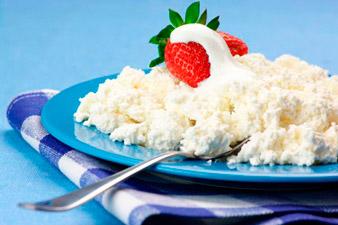 Творог с клубникой полезный завтрак